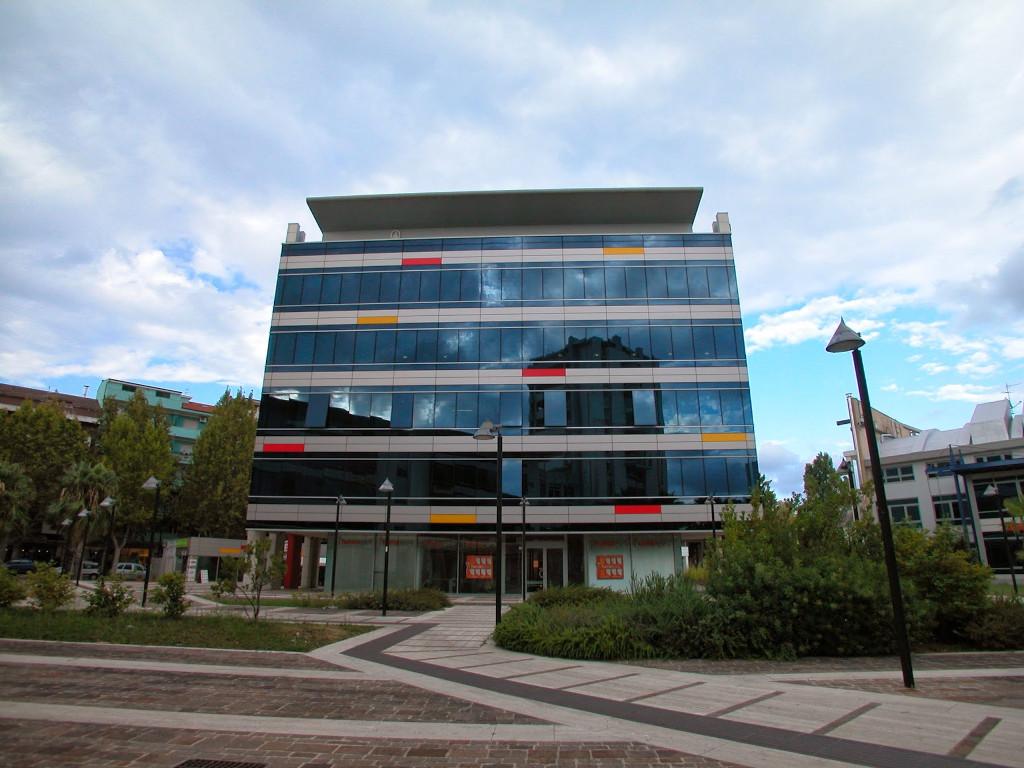 Galleria foto degli esterni del nuovo ufficio di Pescara ...